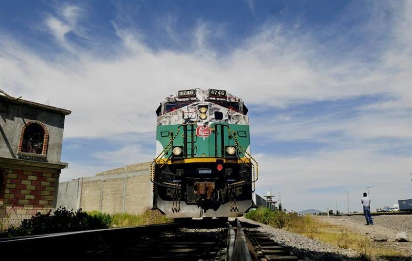 Vista general del cabús (carro trasero) de un tren en México. EFE/Archivo