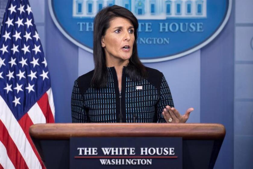 La embajadora de EEUU ante la ONU, Nikki Haley se dirige a los medios durante la conferencia de prensa diaria en la Casa Blanca. EFE/Archivo