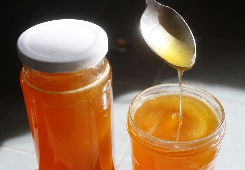 Los antioxidantes de la miel ayudan a combatir los radicales libres en el cuerpo.