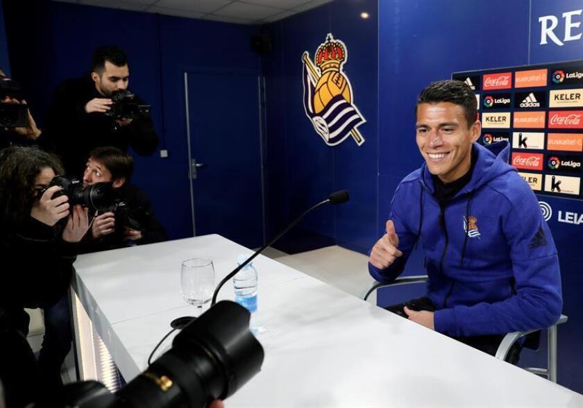 El exjugador de La Roma, Héctor Moreno, durante la presentación del mexicano como nuevo fichaje del club blanquiazul. EFE