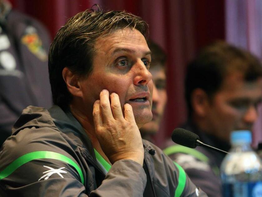 El argentino Ángel Guillermo Hoyos, técnico del Atlas, reveló hoy que su equipo sufre de fatiga física y emocional debido a los malos resultados que lo ubican en el último sitio del torneo Apertura 2018 mexicano. EFE/ARCHIVO