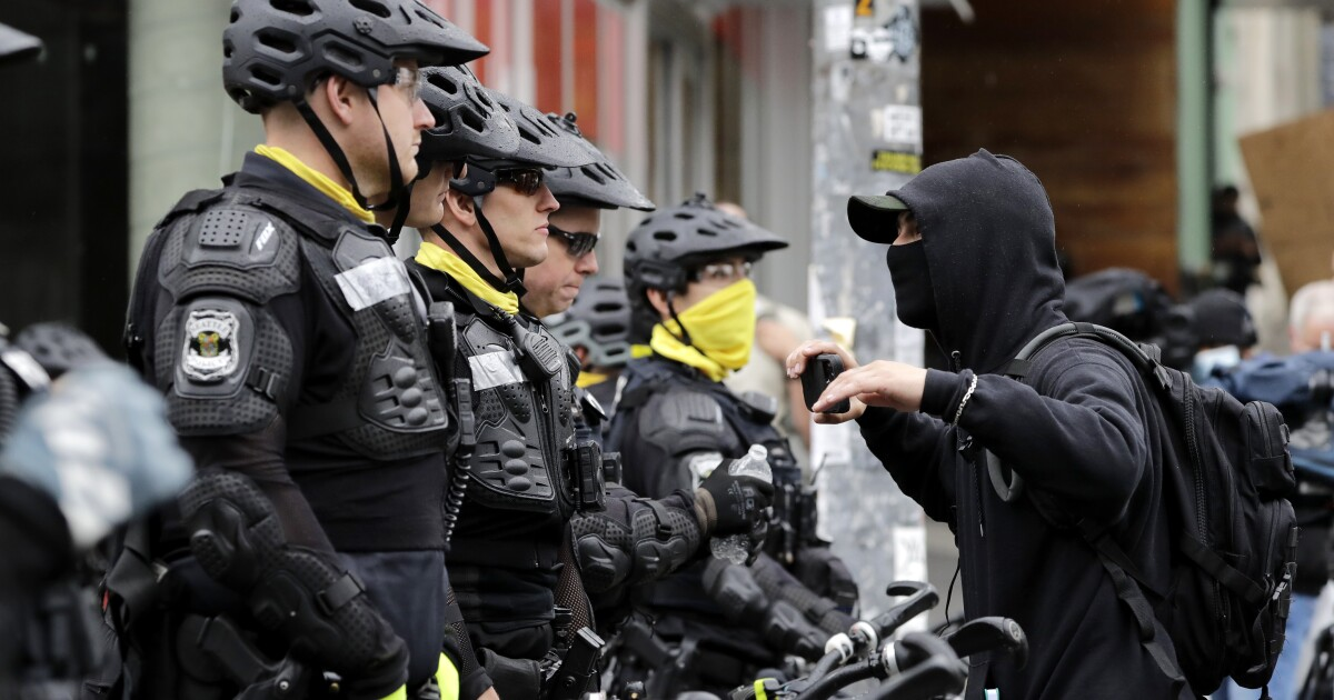 Police clear out Seattle's protest zone following mayor's order