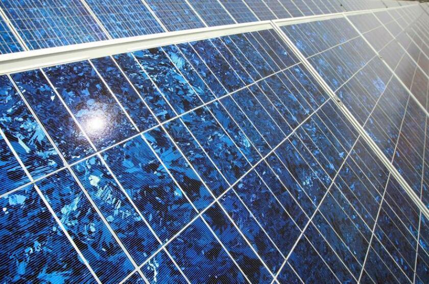 Vista de unos paneles solares en la granja de energía solar Sunsmart de St. George, Utah. EFE/Archivo