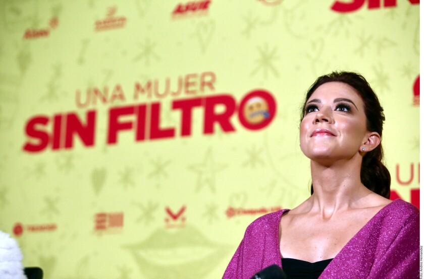 Fernanda Castillo lo admite: varias veces ha imaginado responder como Eduardo Yáñez, con un golpe, ante las preguntas de la prensa.