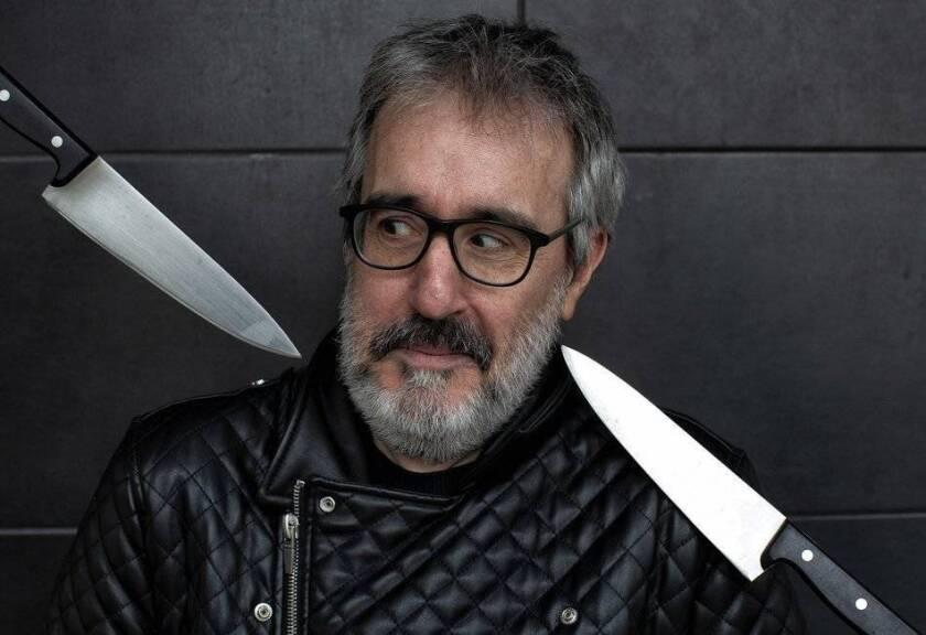 Patxi Irurzun (Pamplona, 1969) es un escritor, periodista, bibliotecario y filólogo, autor del diario 'Dios nunca reza', las novelas 'Diez mil heridas', 'Los dueños del viento', 'Pan duro', '¡Oh, Janis, mi dulce y sucia Janis! Memorias de una estrella del porno -amateur-', entre otras muchas.