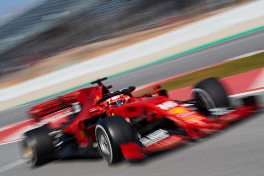 El piloto monegasco de Ferrari, Charles Leclerc, el pasado jueves durante la cuarta jornada de entrenamientos oficiales de pretemporada de Fórmula Uno en el Circuito de Barcelona-Catalunya en Monrmeló (Barcelona). EFE