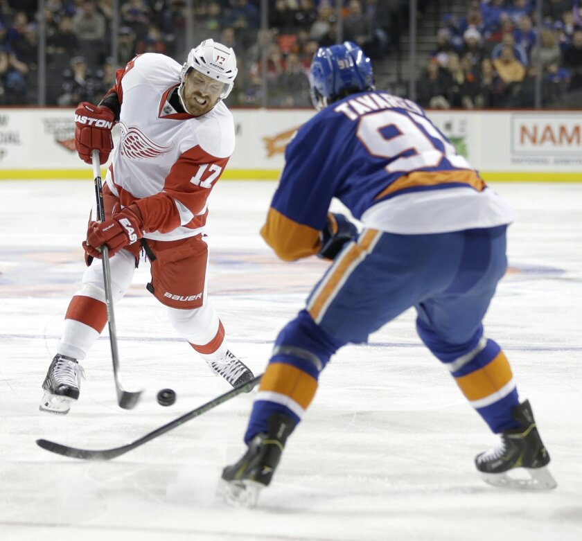 Detroit Red Wings' Brad Richards, left, takes a shot past New York Islanders' John Tavares during the first period of an NHL hockey game, Monday, Feb. 15, 2016, in New York. (AP Photo/Seth Wenig)