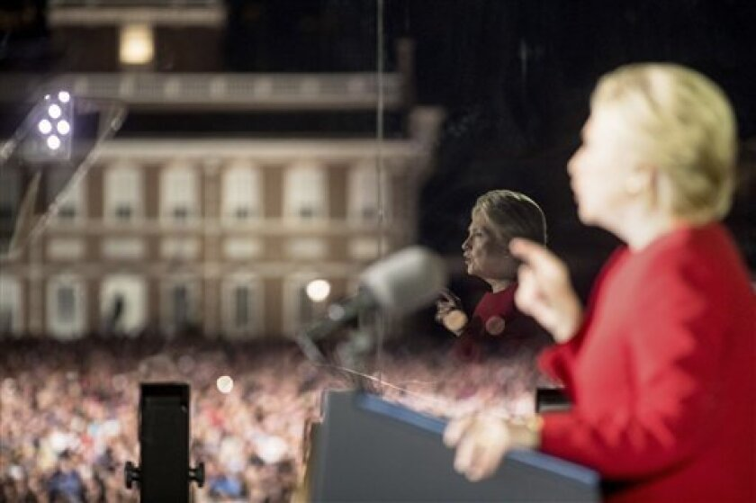 Con menos de 50 habitantes y cerca de lo que parece el fin del mundo, Hart's Location es el pueblo más pequeño de Nuevo Hampshire y el primero que votó en la medianoche de este martes para elegir como presidenta de Estados Unidos a la candidata demócrata, Hillary Clinton.