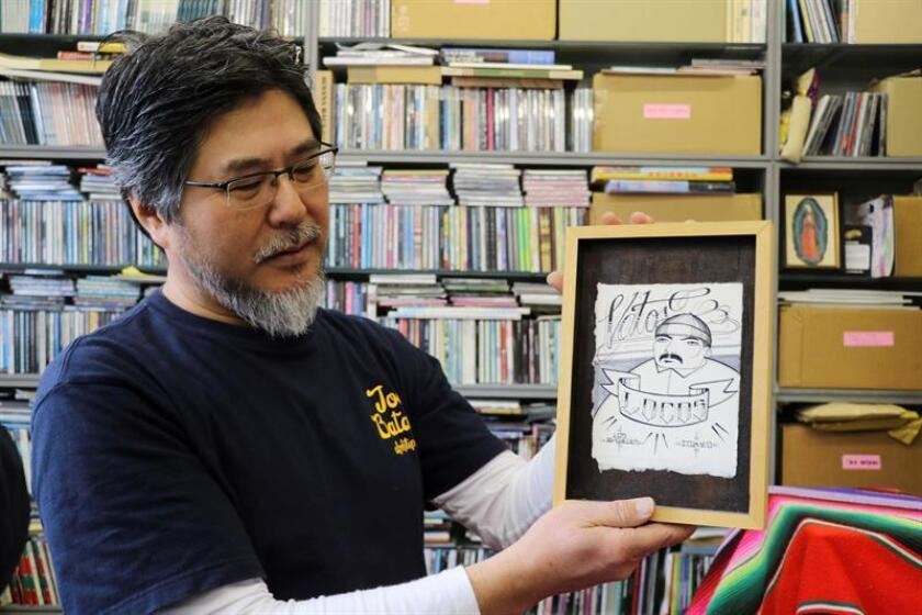 Shin Miyata trabaja desde hace 20 años para introducir la música chicana al mercado japonés a través de su disquera, Barrio Gold Records, ubicada al oeste de Tokio. Además de miles de títulos de música, Miyata colecciona infinidad de revistas, carteles y arte chicano. EFE