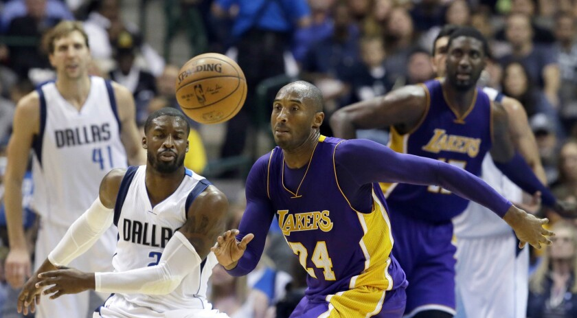 Lakers' Kobe Bryant offers Coach Byron Scott consoling, and counsel