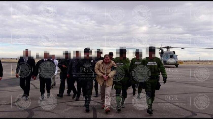 """El narcotraficante mexicano Joaquín """"El Chapo"""" Guzmán llegó hoy a EE.UU. horas después de ser extraditado desde México e inicialmente será presentado ante los tribunales de Nueva York, informaron fuentes oficiales. EFE/PGR/SOLO USO EDITORIAL"""