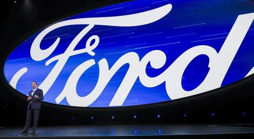 """Ford confirmó hoy en la apertura del Salón Internacional del Automóvil de Norteamérica (NAIAS) que recuperará en Norteamérica dos modelos históricos de la marca, la camioneta """"pickup"""" Ranger y el todocaminos SUV Bronco. EFE"""