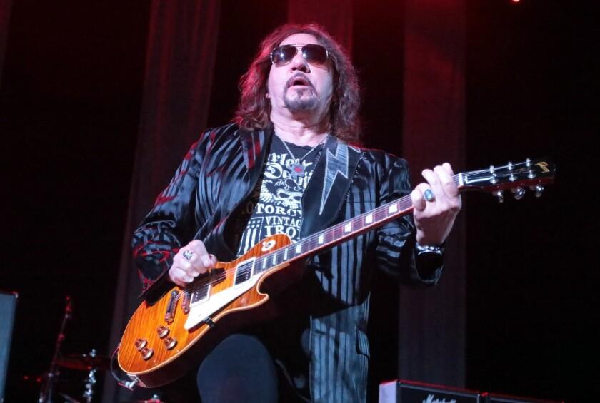 El músico perteneció a la banda de rock desde 1973.