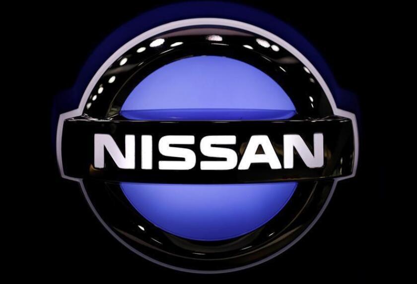 Logotipo del fabricante nipón de vehículos Nissan, que ha obtenido en la primera mitad del año un beneficio neto de 246.300 millones de yenes (1.895 millones de euros), un 10,9 % interanual menos. EFE