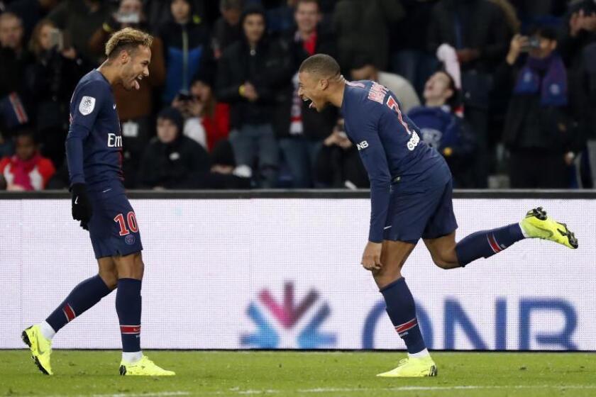 Los jugadores del Paris Saint Germain Kylian Mbappe (d) y Neymar Jr. EFE/Archivo