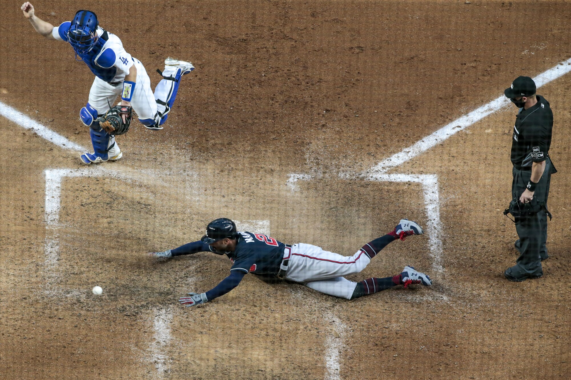 Atlanta's Nick Markakis scores past Dodgers catcher Will Smith during the fifth inning of Game 2.
