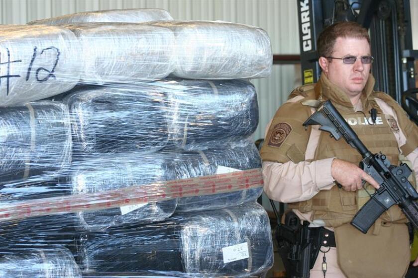 En un operativo conjunto de varias agencias de control de la ley, 13 personas acusadas de nexos con el cártel de narcotráfico de Sinaloa (México) fueron detenidas hoy en California, y millones de dólares confiscados en dinero en efectivo, además de drogas y armas. EFE/ARCHIVO