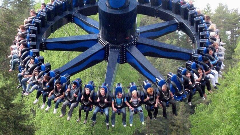 Zamperla Giant Discovery pendulum swing.
