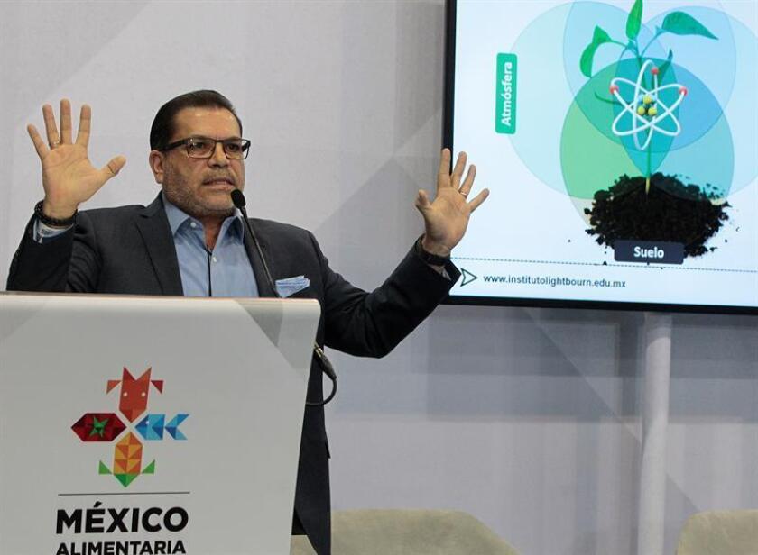El director de la empresa de biotecnología Bioteksa, el doctor Luis Alberto Lightbourn, habla hoy, jueves 16 de agosto de 2018, en una conferencia magistral durante la expo México Alimentaria 2018 en Ciudad de México (México). EFE