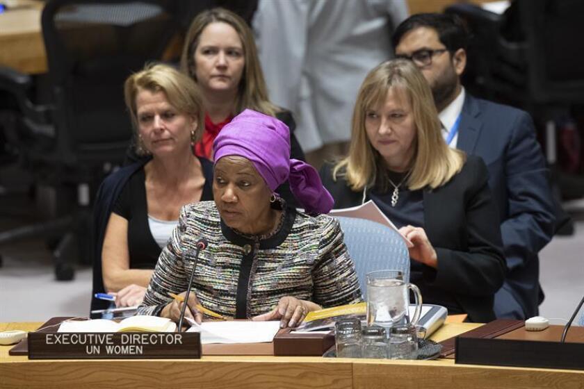Fotografía cedida por la ONU donde aparece la directora ejecutiva de ONU Mujeres, Phumzile Mlambo-Ngcuka, mientras habla durante una reunión del Consejo de Seguridad sobre las cuestiones de mujer, paz y seguridad celebrada hoy, jueves 25 de octubre de 2018, en la sede del organismo en Nueva York (EE. UU.). Naciones Unidas denunció hoy que, aunque hay ciertos progresos, las mujeres siguen en general excluidas de las negociaciones de paz, pese a que se ha demostrado que su participación es clave para la resolución de conflictos. EFE/Manuel Elias/ONU/SOLO USO EDITORIAL/NO VENTAS