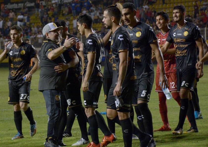 Dorados de Sinaloa, que dirige Diego Maradona, presenta un historial parejo en sus últimos seis partidos ante Juárez, su rival de semifinales en el torneo de Ascenso del fútbol mexicano y que terminó como líder de la fase regular. EFE/ARCHIVO