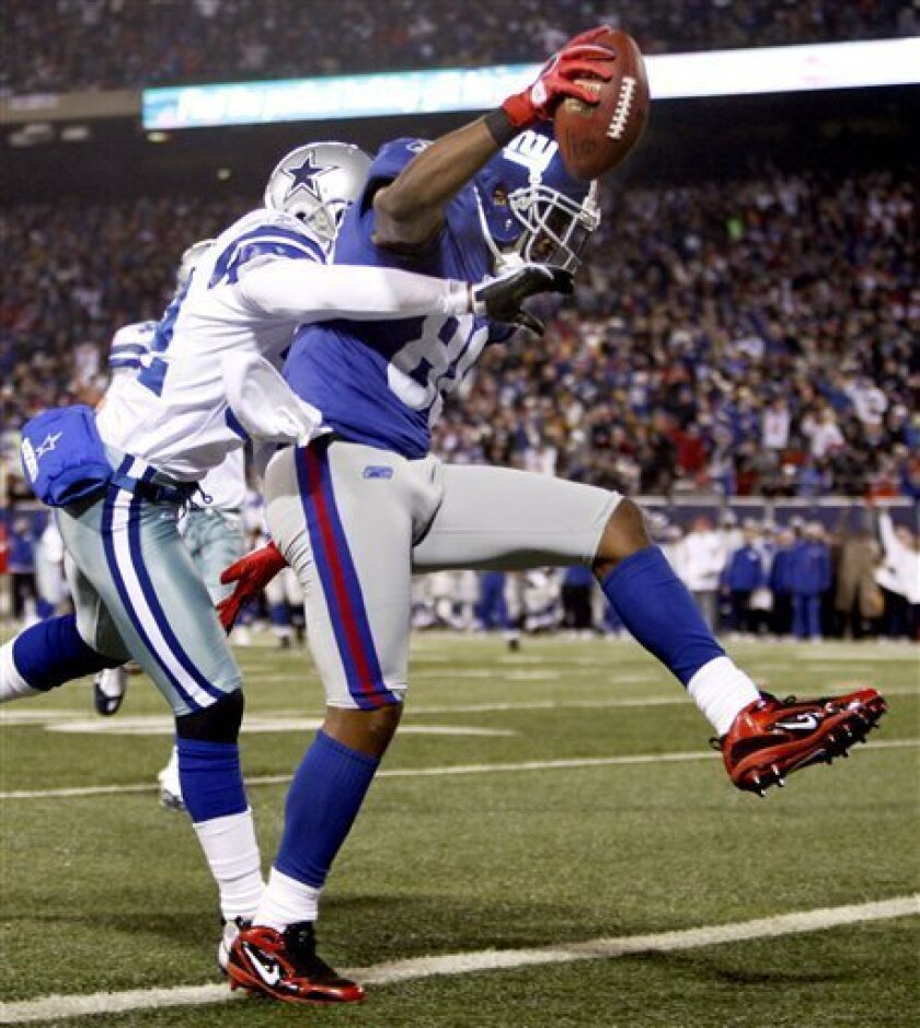 New York Giants wide receiver Hakeem Nicks (88) scores a touchdown as Dallas Cowboys cornerback Orlando Scandrick (32) pursues in the second quarter of an NFL football game at Giants Stadium in East Rutherford, N.J., Sunday, Dec. 6, 2009. (AP Photo/Kathy Willens)