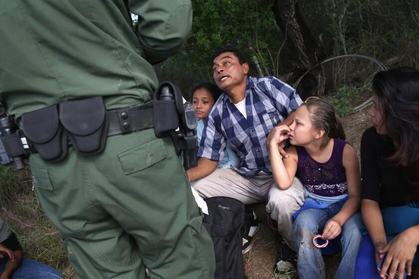 Central Americans seek to enter U.S.