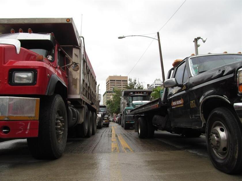 El secretario de Transportación y Obras Publicas de Puerto Rico, Carlos Contreras, recordó hoy que el próximo 1 de julio entrarán en vigor las nuevas reglas federales de inspección de vehículos de motor y emisión de gases. EFE/ARCHIVO