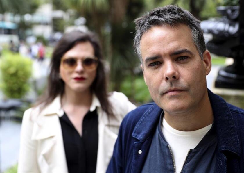 """El realizador chileno, Sebastián Lelio (d) posa junto a la actriz de su película """"Una mujer fantástica"""", Daniela Vega (i), durante una entrevista ofrecida a Efe. EFE/ARCHIVO"""