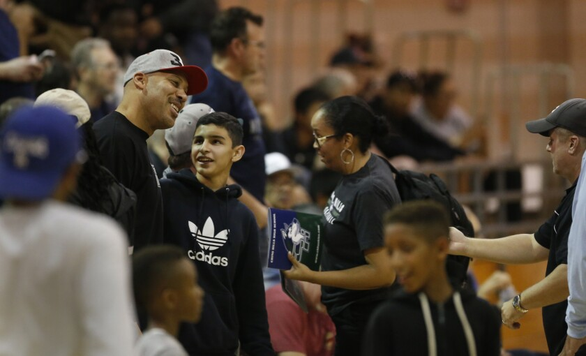 2503596_SP_lamelo-ball-chino-hills_AJS