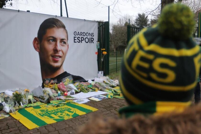 Vista del homenaje al jugador argentino Emiliano Sala en los campos de entrenamiento del FC Nantes. EFE/Archivo