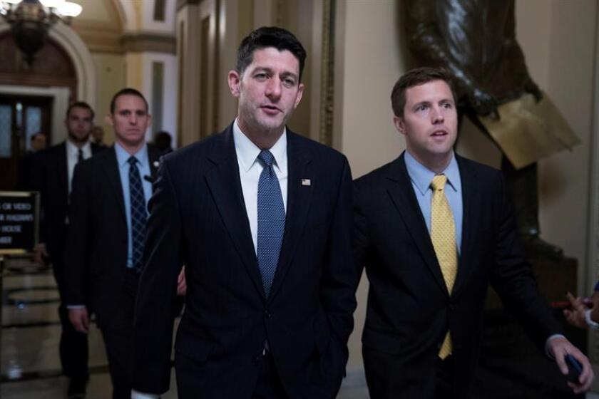 """El presidente de la Cámara de Representantes, el republicano Paul Ryan, subrayó hoy como un día """"histórico"""" la presentación de la propuesta de reforma fiscal de su partido, y afirmó que """"a la típica familia estadounidense"""" de cuatro miembros un total de 1.182 dólares al año. EFE/ARCHIVO"""