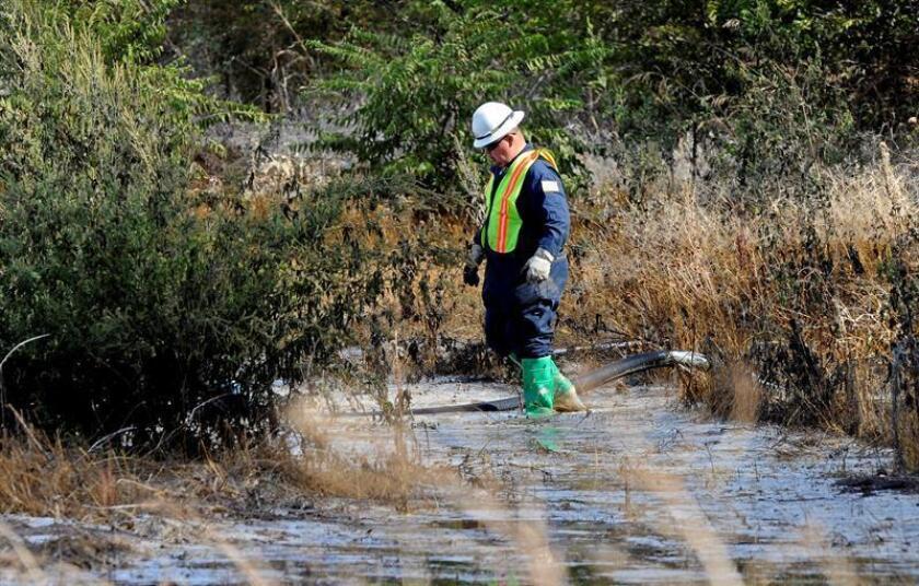 Las 16 centrales hidroeléctricas de carbón en Texas contaminan las aguas subterráneas del estado con elementos tóxicos como el arsénico o plomo a niveles superiores a los permitidos, de acuerdo a un reporte difundido hoy por un grupo ambientalista. EFE/Archivo