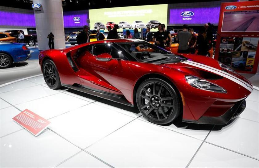 El fabricante automovilístico Ford llamó hoy a revisión unas 200 unidades de su superdeportivo GT, que tienen un precio de 400.000 dólares por vehículo, debido a un defecto que provoca la fuga de fluido hidráulico, lo que puede causar incendios. EFE/Archivo