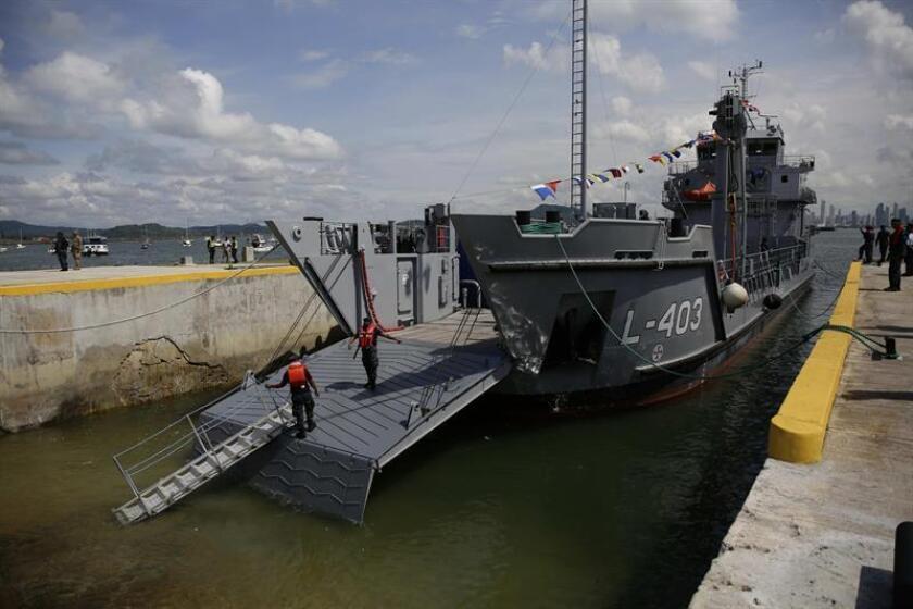 Vista de una unidad del Servicio Nacional Aeronaval (SENAN) en el Canal de Panamá. EFE/Archivo