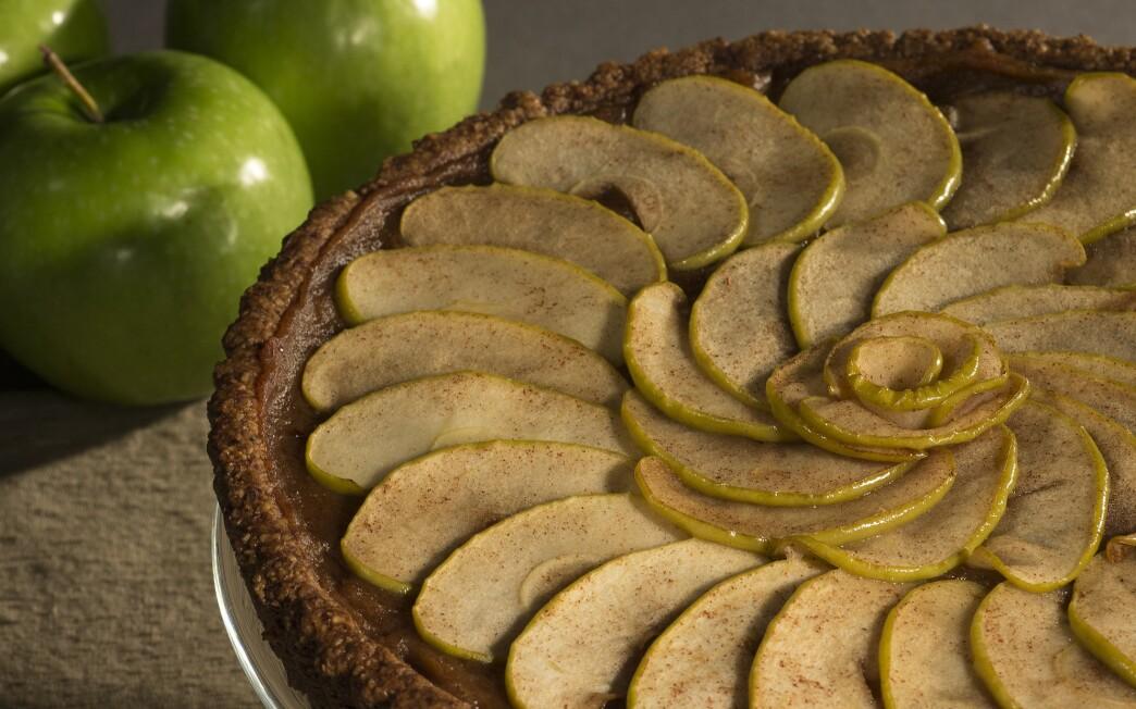 Date-apple tart