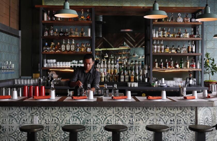 Lawmaker wants longer hours for California bars