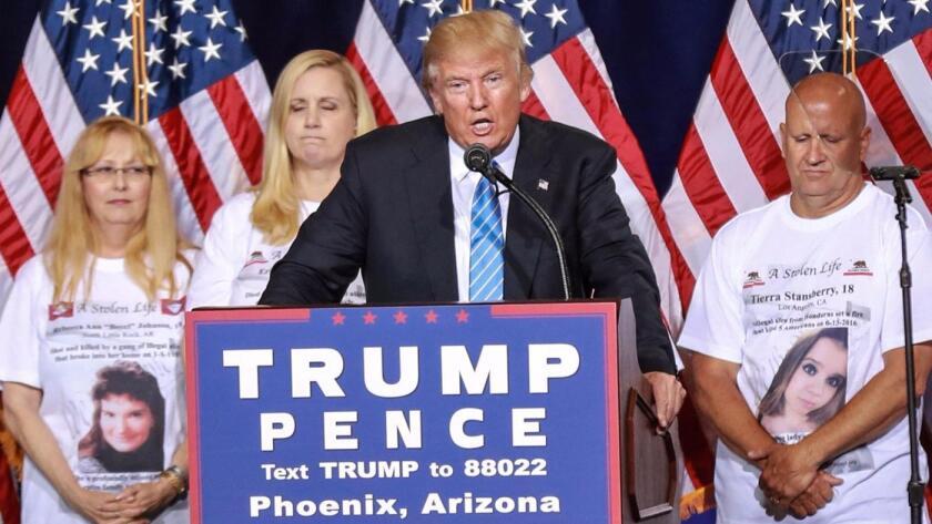 El 31 de agosto pasado, Donald Trump reveló su plan de diez puntos para combatir la inmigración ilegal, flanqueado por familiares de personas asesinadas por inmigrantes indocumentados ).