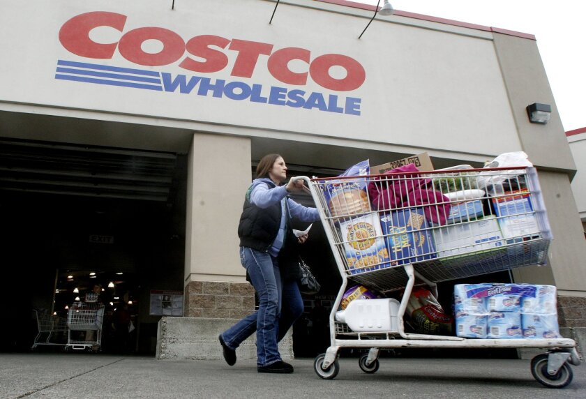 Many customers reported problems with Costco's new Visa-branded credit card from Citi. Costco switched from American Express to Visa on Monday.