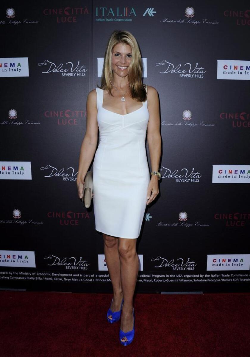 """La actriz estadounidense Lori Anne Loughlin posa a su llegada el viernes 24 de junio de 2011, para la proyección de la película """"Nessuno Mi Puo Giudicare"""" (Escort in Love), en Beverly Hills, California (EEUU). EFE/Archivo"""