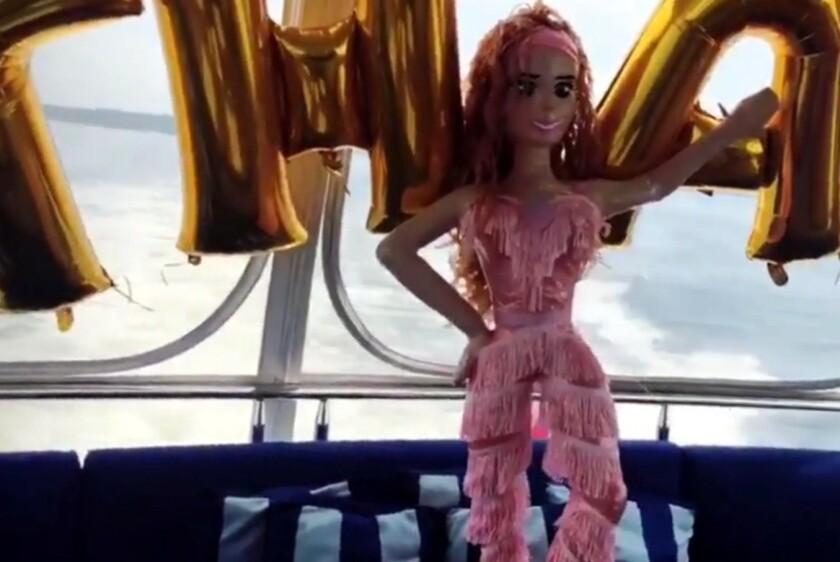 Esta es la divertida figura creada para aprovechar la sorpresa provocada por un video lanzado por la artista mexicana.