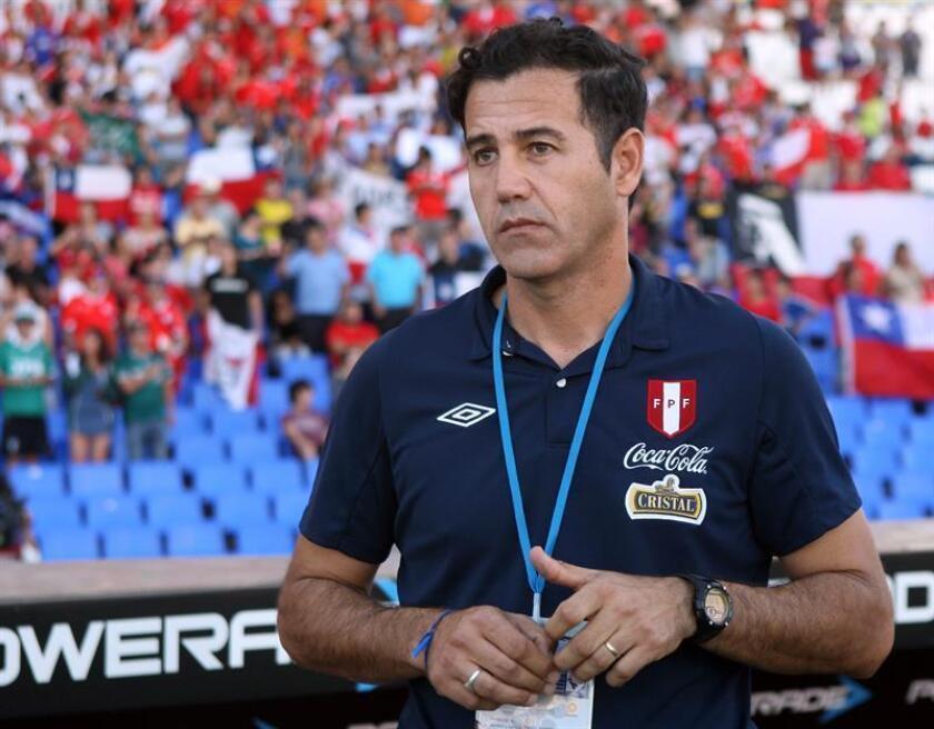 En la imagen, el entrenador de la selección sub20 peruana, Daniel Ahmed. EFE/Archivo