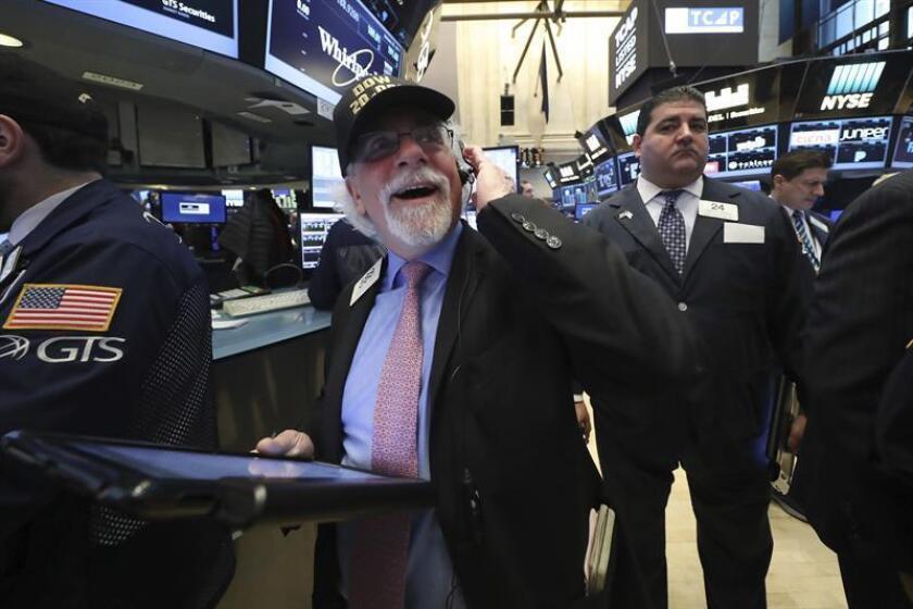 Wall Street cerró hoy con fuertes ganancias y el Dow Jones de Industriales, su principal indicador, subió un 0,94 % y reconquistó los 20.000 puntos, impulsado por un informe de empleo en Estados Unidos que superó los pronósticos. EFE/ARCHIVO