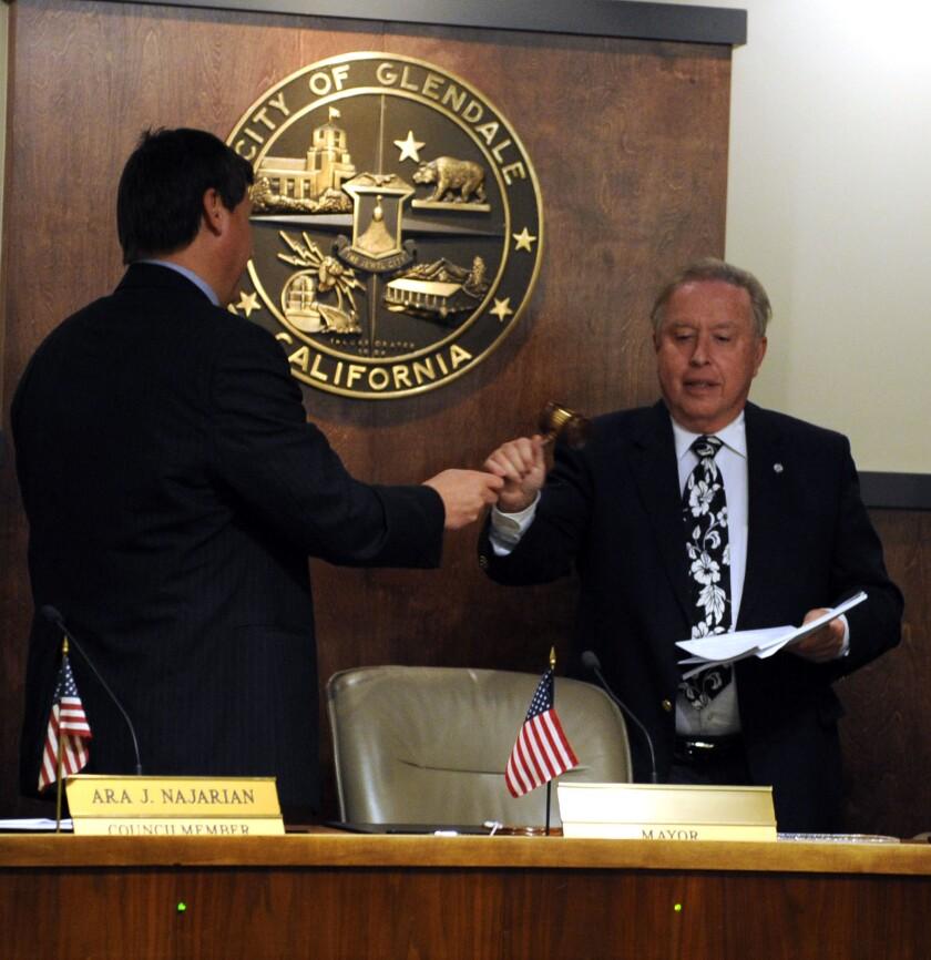 Weaver is selected as Glendale's new mayor