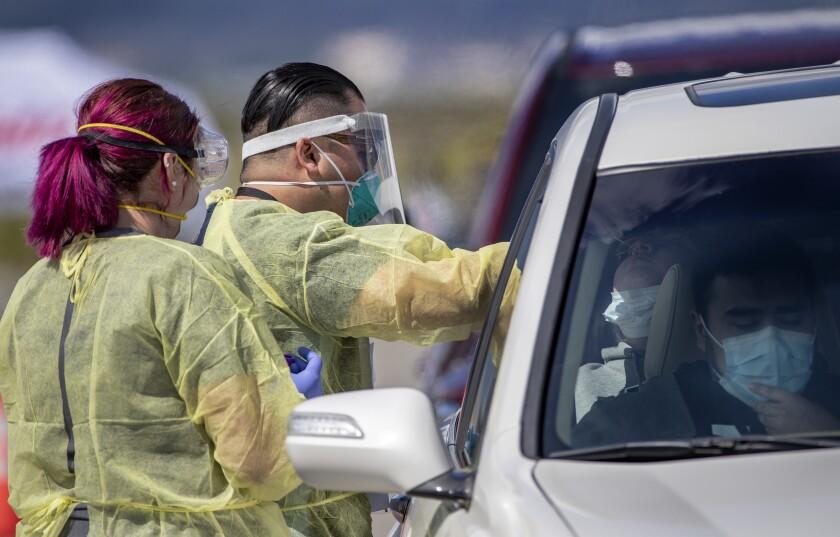 Funcionarios se apresuran a abrir nuevos sitios para las pruebas de coronavirus a medida que se propaga la enfermedad.