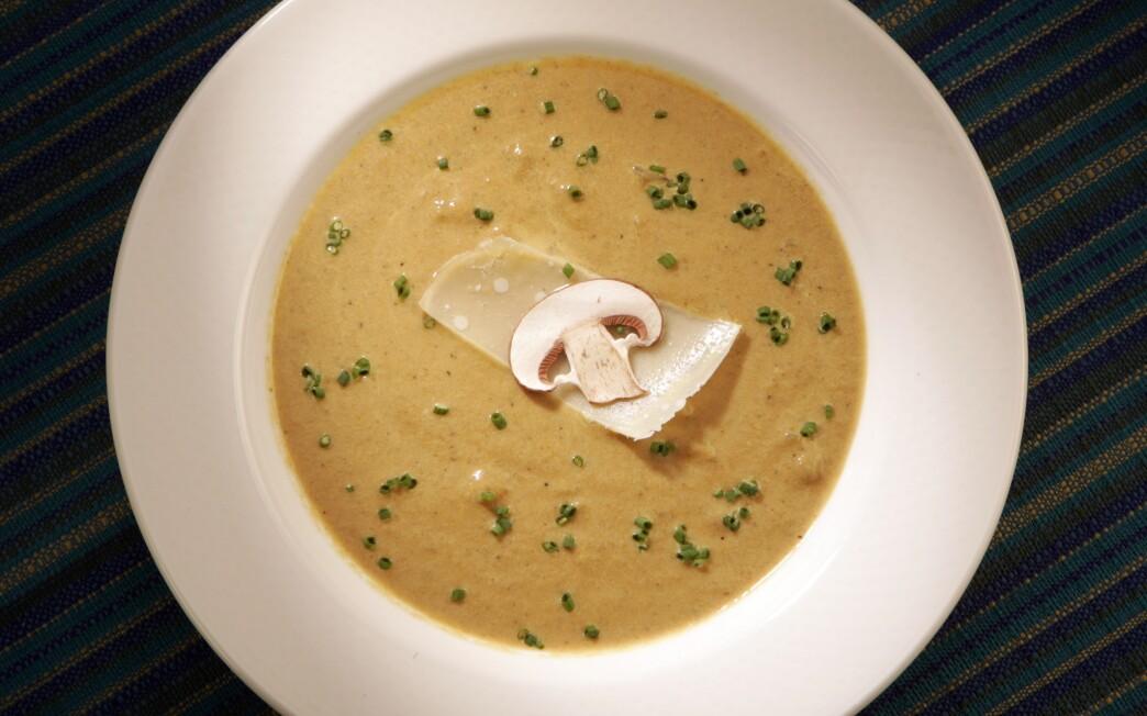 Creamy mushroom and roasted onion soup