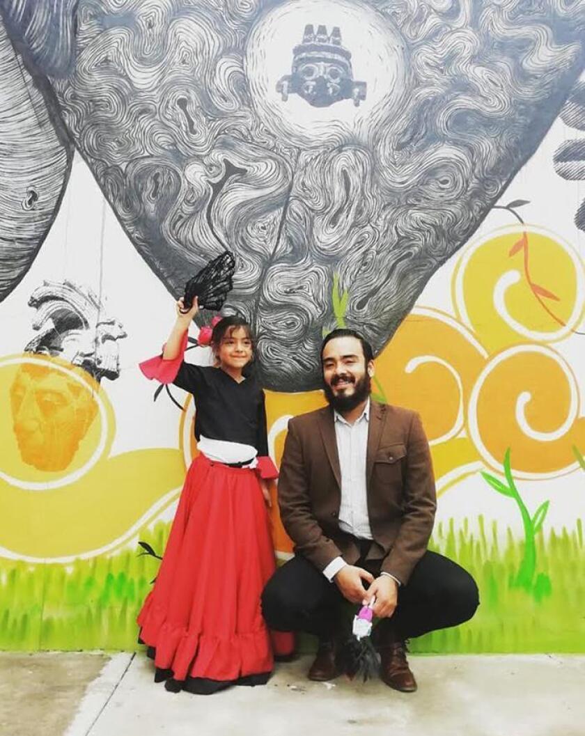 """Fotografía cedida este jueves muestra al líder del Comité de Pacientes del movimiento """"Por una sola voz en la diabetes tipo 1"""", Ricardo Mondragón, junto a su pequeña hija, en Ciudad de México (México).EFE/MOVIMIENTO POR UNA SOLA VOZ/SOLO USO EDITORIAL"""