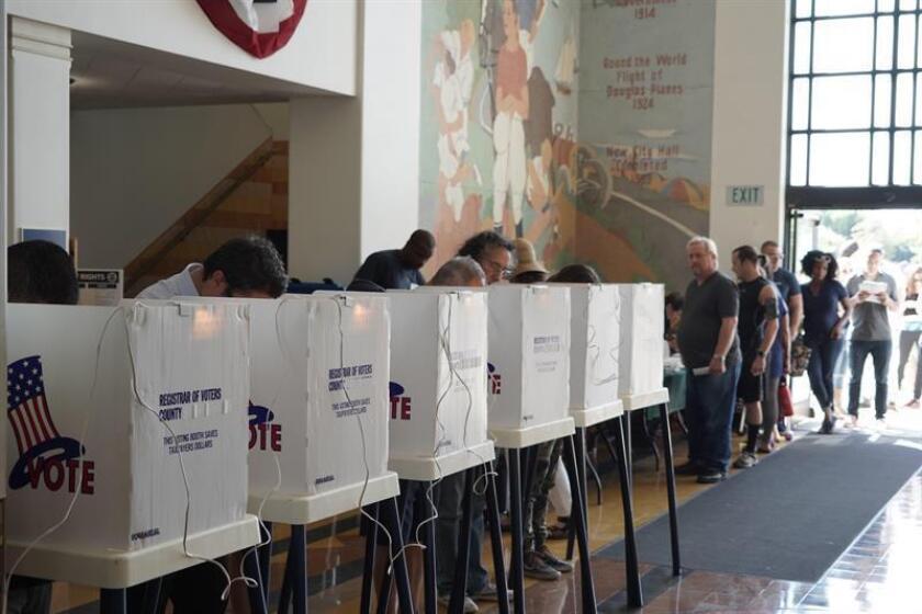 La demócrata Xochitl Torres-Small representará el fronterizo segundo distrito de Nuevo México tras ganarle a la republicana Yvette Herrell después de que fueran contabilizadas 8.000 papeletas del condado Doña Ana, que aún no habían sido incluidas en los resultados. EFE