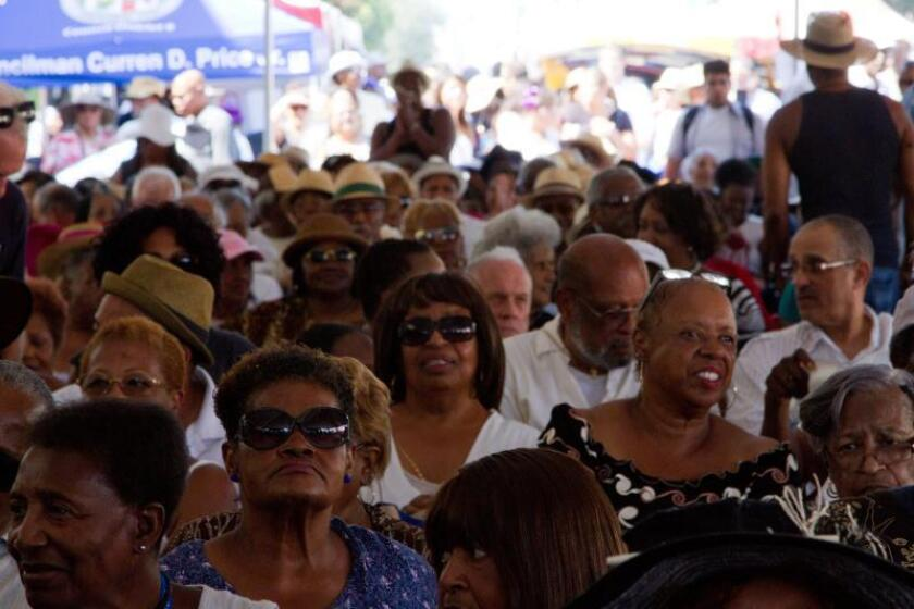 Vista de varias personas reunidas en un concierto. EFE/Archivo