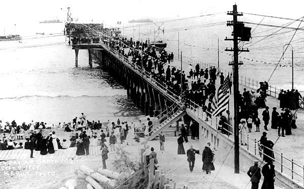 On Sept. 9, 1909, with a flotilla of naval vessels offshore, crowds swarmed onto the 1,600-foot-long pier for the first time to enjoy concerts, swimming and boating.